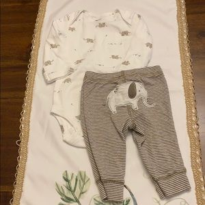 NWOT gender neutral baby outfit!